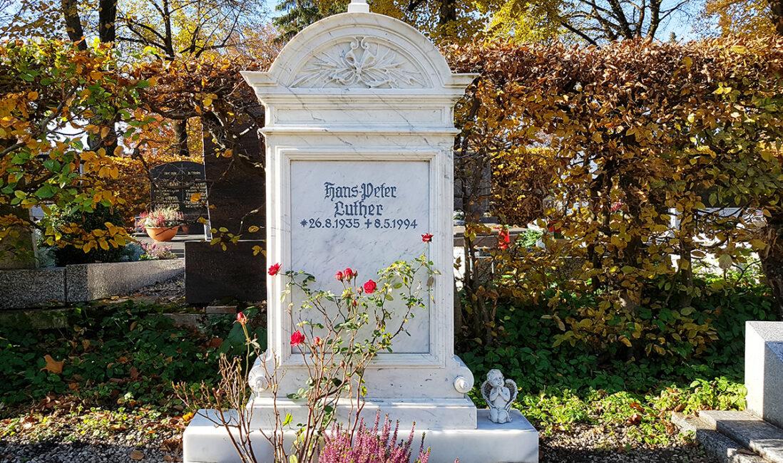 Grabstein Einzelgrab Marmor historisches Abbild Christlich Kreuz Ornamente Grabeinfassung Steinmetz Pfaffenhofen München