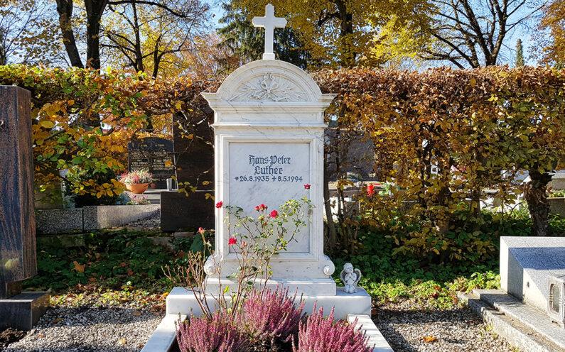 Pfaffenhofen Hauptfriedhof Einzelgrabstein Luther - 1
