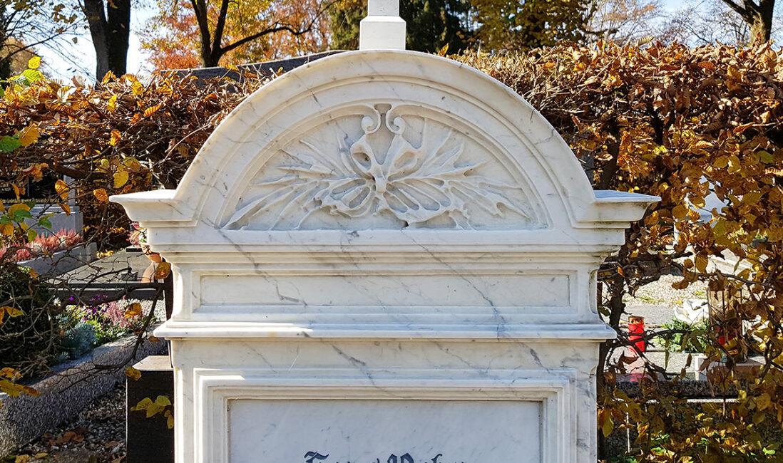 Einzelgrabmal Grabgestaltung Idee Beispiel Marmor alte Vorlage historischer Grabstein Pfaffenhofen München