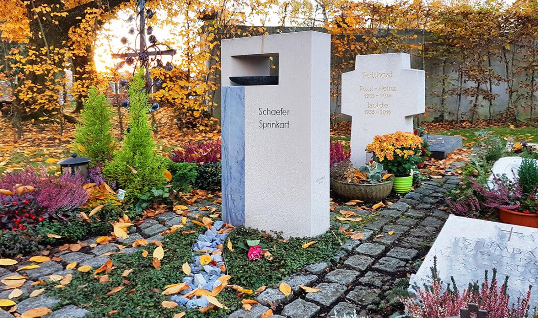 Grabmal Urnengrabstätte Kosten Preise Kalkstein Marmor Fluss Wasser Boot Bildhauer Vaterstetten München