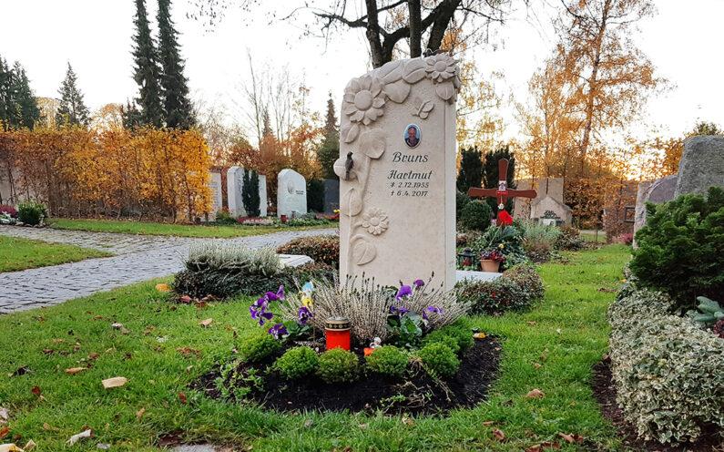 Vaterstetten Friedhof Urnengrabstein Bruns - 1