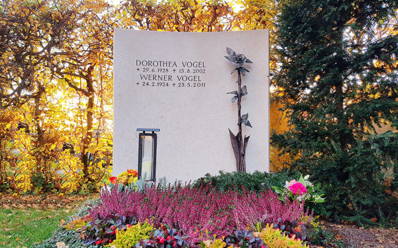 Vaterstetten Friedhof Familiengrabstein Vogel - 1