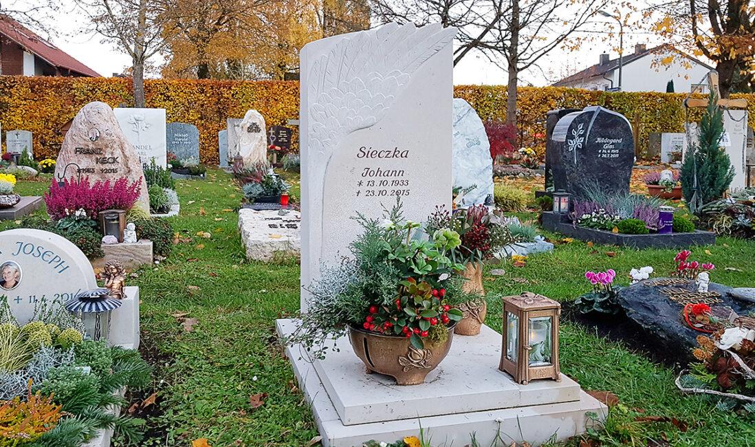 Grabmal Urnengrab Grabpaltte Grababdeckung Kalkstein Engelsflügel Grabschmuck Bronze Kosten Preise Gestaltung Idee Steinmetz Vaterstetten München
