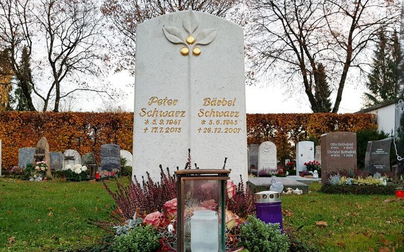Vaterstetten Friedhof Urnengrabstein Schwarz - 1