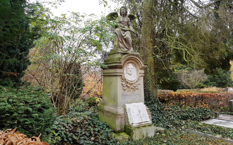 Wiesbaden Nordfriedhof historische Familiengrabstätte mit Engel Möhring - 2