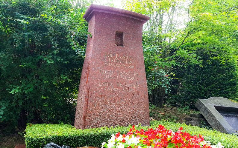 Wiesbaden Südfriedhof Familiengrabstein Tröscher - 1