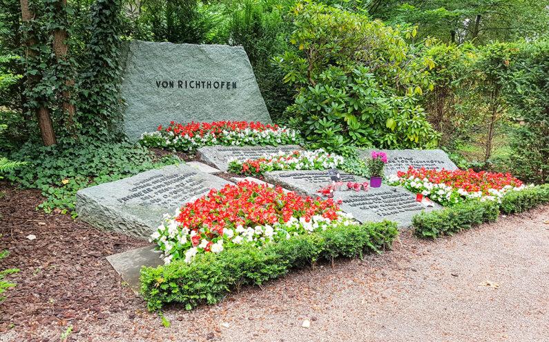 Wiesbaden Südfriedhof historische Grabanlage des Roten Barons Manfred Freiherr v. Richthofen - 2