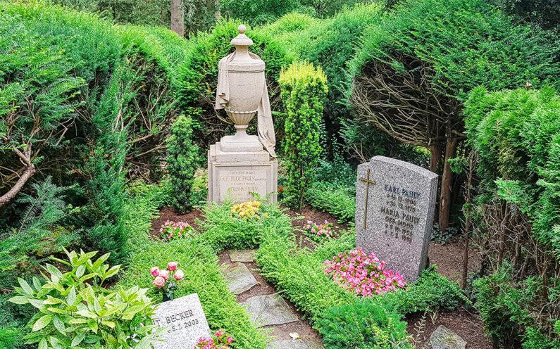 Wiesbaden Südfriedhof historischer Doppelgrabstein Familie Pauly - 2