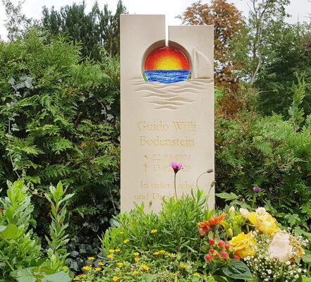 Rügen Bobbin Friedhof Urnengrabstein Bodenstein