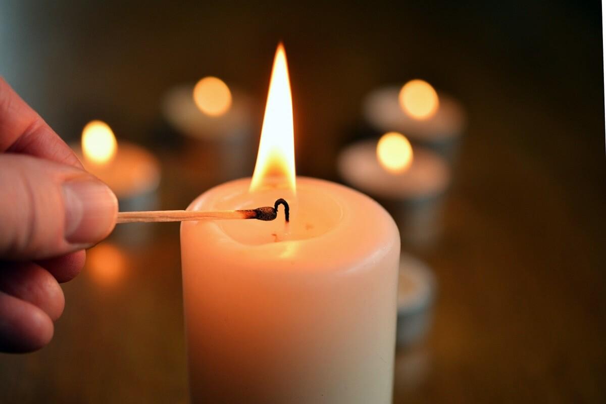 Kerze für ein Sternenkind entzünden