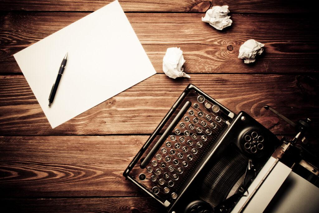 Kondolenzschreiben - Persönliche Muster & Vorlagen für Familie, Mitarbeiter, Nachbarn zum Teilen / Schreibmaschine & Briefpapier mit Stif