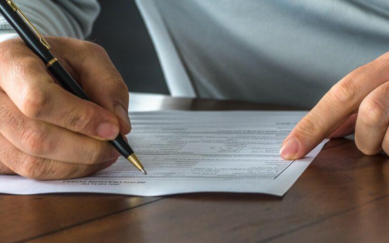 Witwenrente - Infos zum Anspruch, Beantragung & Kleine vs. Große Witwenrente