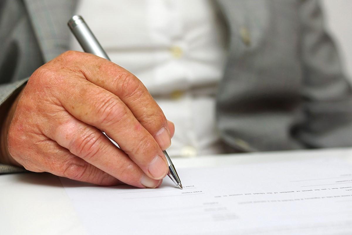 Grundrente steht Ihnen unter wenigen Bedingungen zur Verfügung und wirkt sich nicht negativ auf Ihre Witwenrente aus.